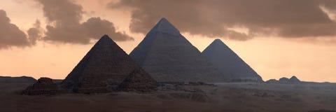 Las grandes pirámides fotos de archivo