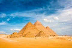 Las grandes pirámides en Giza foto de archivo libre de regalías