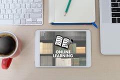 Las habilidades que entrenan de APRENDIZAJE EN LÍNEA de la tecnología de conectividad enseñan a los Di stock de ilustración