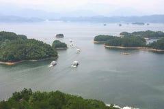 Las hermosas vistas del lago del qiandao Foto de archivo libre de regalías