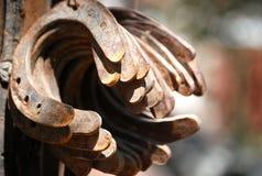 Las herraduras antiguas aherrumbraron y corroyeron fotografía de archivo libre de regalías