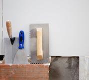 Las herramientas de la construcción hicieron muescas en la espátula de la American National Standard de la paleta Foto de archivo libre de regalías