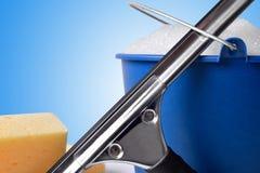 Las herramientas de la limpieza de ventana cierran la visión inicial Foto de archivo libre de regalías