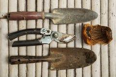 Las herramientas del jardinero Imagen de archivo libre de regalías
