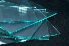 Las hojas de la fabricaci?n de la f?brica moderaron los paneles claros del vidrio de flotador cortados a la medida imagen de archivo libre de regalías