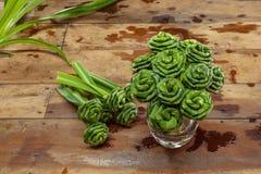 Las hojas doblaron en una rosa Imagen de archivo