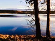 Las horas de oro en Kielder riegan, parque de Northumberland, Inglaterra Fotografía de archivo