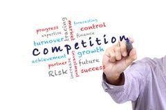 Las ideas del concepto de la competencia escriben en whiteboard. Fotos de archivo