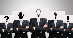Las ideas permanentes del Libro Blanco del hombre de negocios hacen frente a llevar a cabo el frente del hea Fotografía de archivo libre de regalías