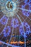 Las iluminaciones de la Navidad de la ciudad en plaza en Minsk central, sean Imagen de archivo