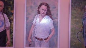 Las ilustraciones en la exposición, retratos de la gente metrajes