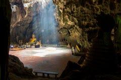 Las imágenes de Buda en Khao Luang excavan, provincia de Phetchaburi, Tailandia Imágenes de archivo libres de regalías