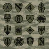 Las insignias del remiendo de la unidad militar fijaron en camuflaje verde ilustración del vector