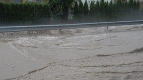 Las inundaciones golpearon la ciudad de Slovenska Bistrica, Eslovenia, después de temporal de lluvia pesado metrajes