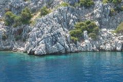 Las islas en el Mar Egeo, la roca blanca Imagenes de archivo