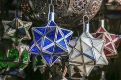 Las lámparas marroquíes se venden en el bazar Fotografía de archivo libre de regalías