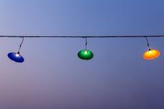Las lámparas que cuelgan en una diversión encargan, lámpara, colgando la lámpara Fotografía de archivo libre de regalías