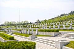 Las lápidas mortuarias en la guerra de liberación de la patria Martyrs el cementerio Pyongyang, DPRK - Corea del Norte  Foto de archivo
