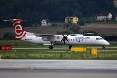 Las líneas aéreas polacas Eurolot calificaron la rociada del bombardero 8 q400 imagenes de archivo