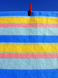 Las líneas colorearon la materia textil Foto de archivo