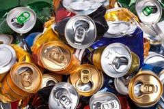 Las latas de cerveza arrugadas Imagenes de archivo
