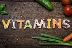 Las letras de los canapes vegetales construyen las vitaminas de la palabra Fotos de archivo libres de regalías