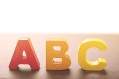 Las letras de madera crean el ABC de la palabra Fotos de archivo libres de regalías