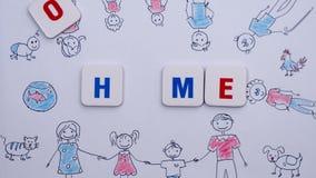 Las letras rojas y azules forman el hogar de la palabra en el fondo del dibujo de la familia Pare el movimiento almacen de video