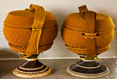 Las limosnas del monje ruedan con el recubrimiento del ganchillo Foto de archivo libre de regalías