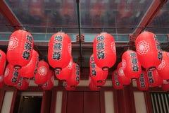 Las linternas chinas rojas adornan alrededor de los temporeros de la reliquia del diente de Buda Imagen de archivo libre de regalías