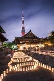 Las linternas de papel japonesas hechas a mano de arroz alinearon en illumin de los círculos fotografía de archivo libre de regalías