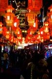 Las linternas rojas en el Yuyuan cultivan un huerto en Shangai, año del caballo. Fotos de archivo