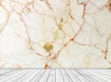 Las losas de mármol de la pared y de madera del contexto dispuestas en perspectiva texturizan el fondo Fotografía de archivo