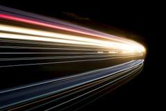 Las luces abstractas hermosas y coloridas en un coche hacen un túnel Foto de archivo libre de regalías