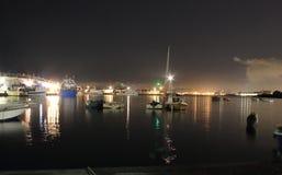 Las luces en la noche Granatello, Portici, Italia fotografía de archivo libre de regalías