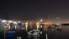 Las luces en la noche Granatello, Portici, Italia imagen de archivo libre de regalías