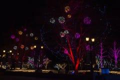 Las luces muestran en las alamedas de compras durante período del Año Nuevo en Pekín, China Fotos de archivo libres de regalías
