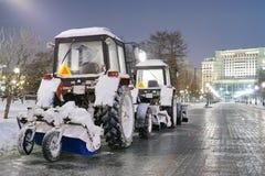 Las máquinas de la nieve están consiguiendo listas Fotos de archivo