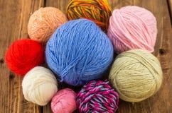 Las madejas del hilo colorido Imagen de archivo