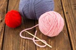 Las madejas del hilo colorido Foto de archivo libre de regalías