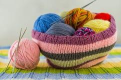 Las madejas del hilo colorido Fotografía de archivo libre de regalías