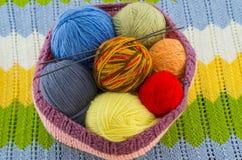 Las madejas del hilo colorido Imagenes de archivo