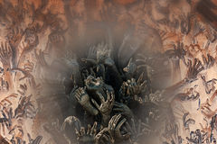 Las manos alcanzan para arriba del mundo terrenal Fotografía de archivo libre de regalías