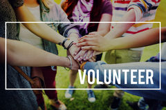Las manos amigas voluntarias de la caridad dan concepto Foto de archivo