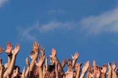 Las manos aumentaron al cielo - Bucarest foto de archivo