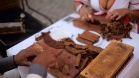 Las manos de cubanos almacen de metraje de vídeo