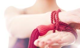 Las manos de la muchacha ataron esclavitud Fotografía de archivo libre de regalías