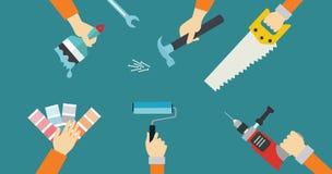 Las manos de la reparación de la herramienta de la construcción de las herramientas del carpintero consideraron el ejemplo plano  Foto de archivo