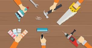 Las manos de la reparación de la herramienta de la construcción de las herramientas del carpintero consideraron el ejemplo plano  Fotos de archivo