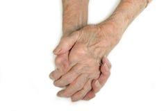 Las manos de la señora mayor abrochadas Imagen de archivo libre de regalías